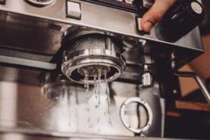 Espressomaschine mit Mahlwerk Entkalken